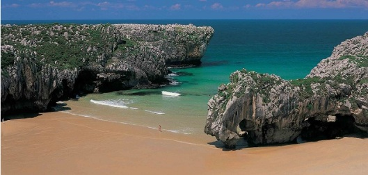 Llanes_Playa_Cuevas_del_mar